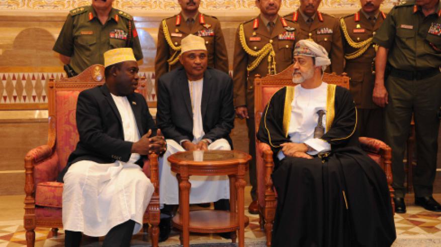 جلالة السلطان يستقبل مبعوث الرئيس القمري