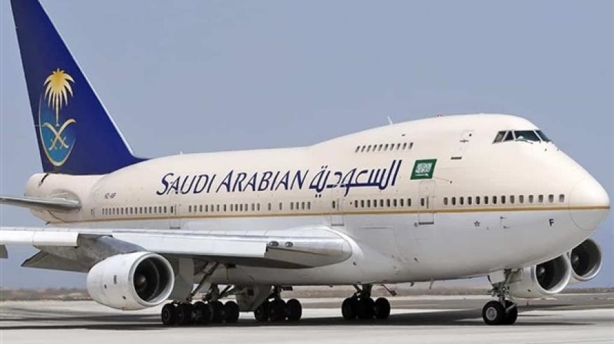 بالفيديو.. تصرف غريب لفتاة سعودية على متن طائرة