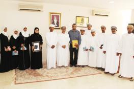 تكريم طلاب مدرستي المهلب وبلاد بني بوحسن الفائزين بجائزة الرؤية لمبادرات الشباب
