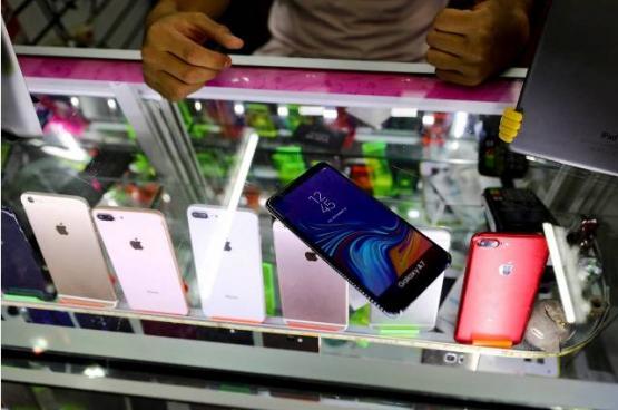 في المكسيك.. هواتف مزيفة حيلة للإفلات من اللصوص!
