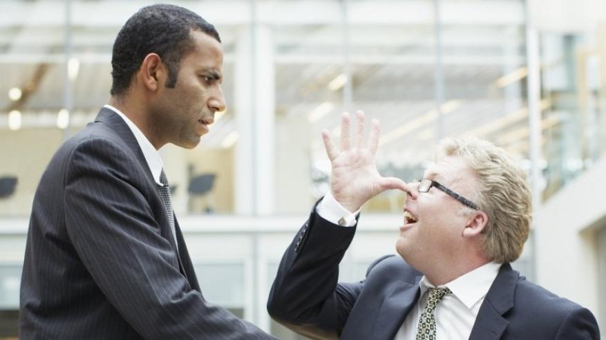 كيف تتعامل مع الموظف المُتلاعب؟