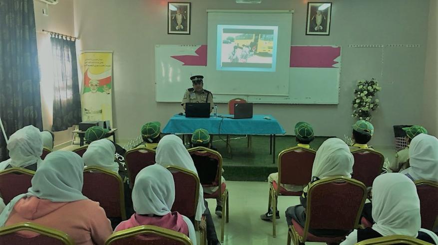 شرطة الظاهرة تنظم محاضرات توعوية بـ8 مدارس