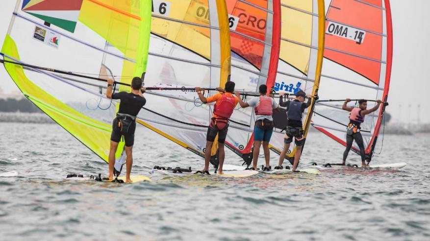 انطلاق بطولة عُمان للإبحار الشراعي بمشاركة 350 ناشئا