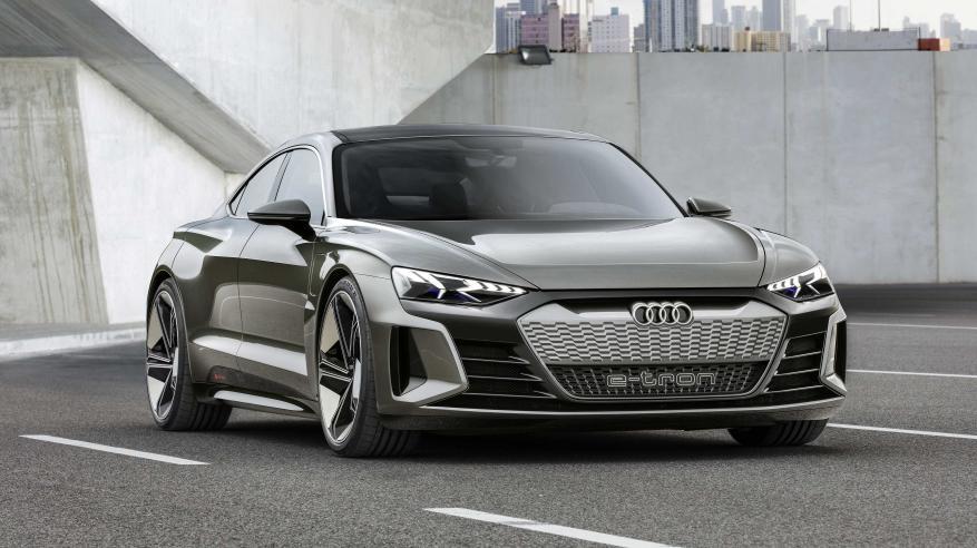 """Audi e-tron GT"" نجم جديد في عاصمة السينما"