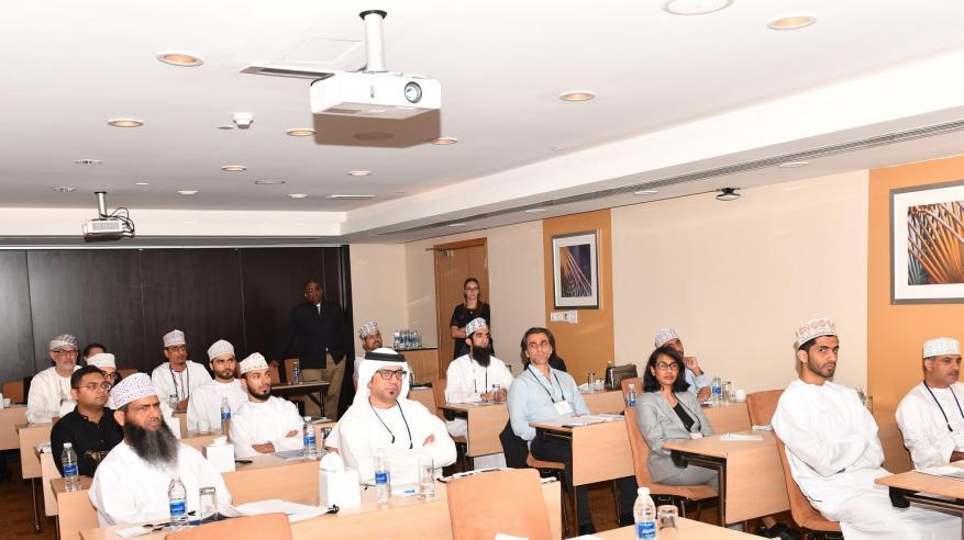 الدعوة للتوسع في توظيف التقنيات الحديثة لعلاج إصابات العين خلال مؤتمر طبي بمسقط