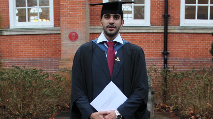 طالب عماني يحصل على الماجستير في القانون التجاري من المملكة المتحدة