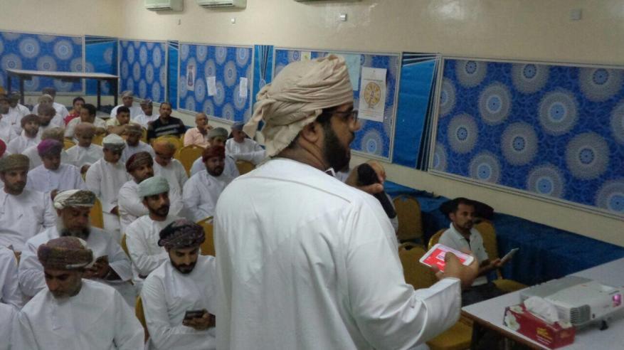 مدرسة الشيخ خلف الغافري بالرستاق تنظم جلسة حوارية لمعلميها