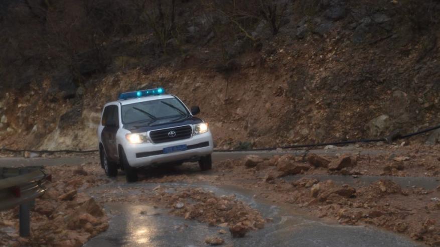 وفاة امرأة جراء إنجرافها في وادي الشباك بإزكي