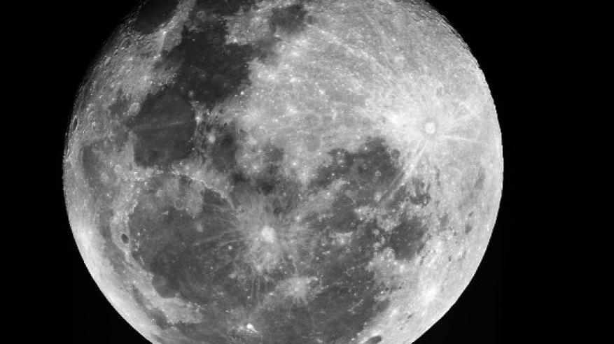 اكتشاف بؤر جليدية لأول مرة على سطح القمر