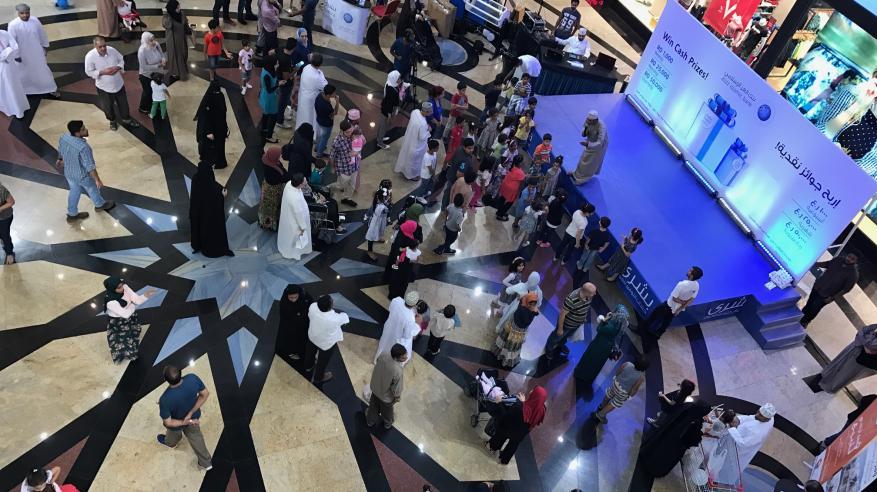 """إقبال واسع على فعاليات الحملة التسويقية لبنك العز الإسلامي في """"مسقط جراند مول"""""""