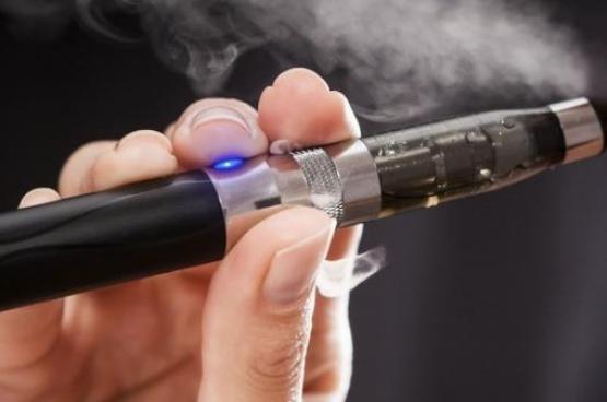 أول حالة وفاة في أمريكا بسبب السجائر الإلكترونية