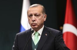 """تراجع الليرة يفاقم معاناة الاقتصاد التركي.. وأنقرة تحقق في """"أعمال تهدد الأمن الاقتصادي"""""""