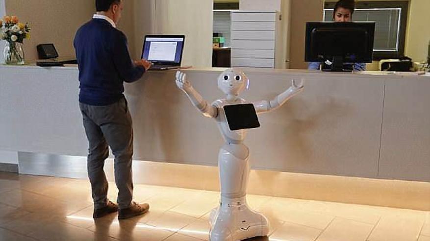روبوتات تعتني  بكبار السن في دور الرعاية