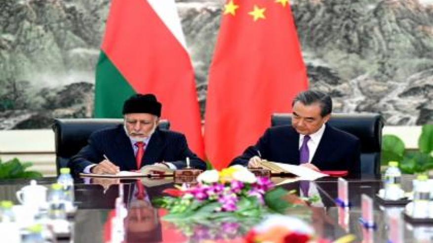 بن علوي يبحث سبل تعزيز العلاقات الثنائية مع وزير الخارجية الصيني