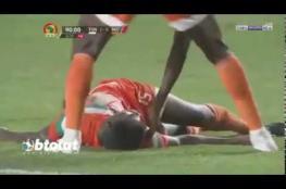 بالفيديو .. طبيب المنتخب التونسي ينقذ لاعب النيجر من الموت