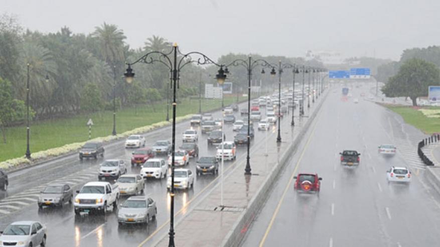 توقعات بأمطار متفرقة على بعض المناطق بالسلطنة .. الثلاثاء والأربعاء