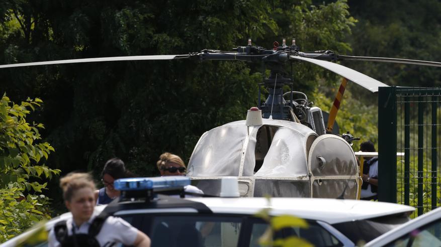 بالفيديو.. مجرم شهير يهرب بطائرة هليكوبتر من سجن بفرنسا