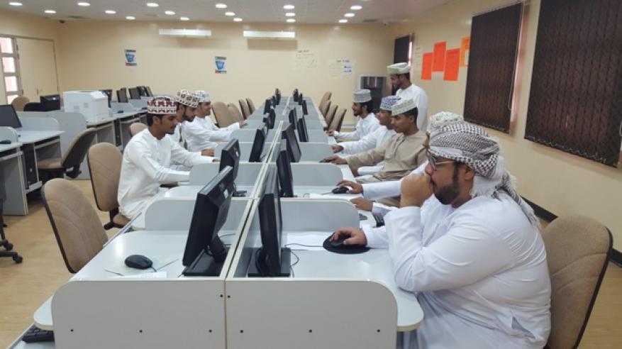 فريق القبول الموحد يواصل استقبال طلاب محافظة ظفار