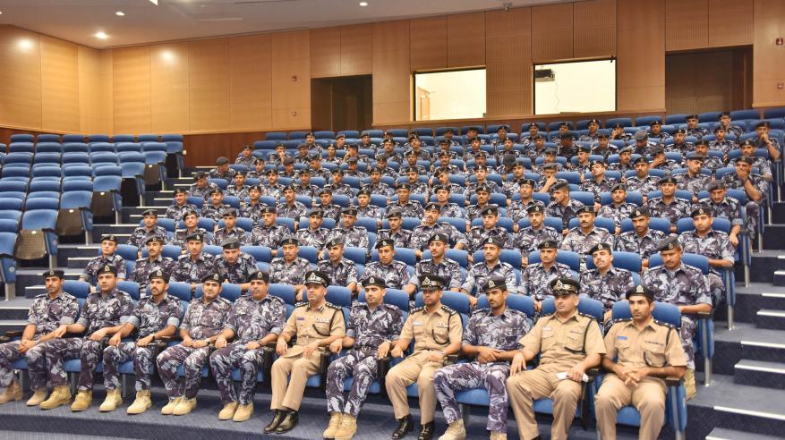 الضباط المرشحون بالأكاديمية يزورون قيادة شرطة الظاهرة