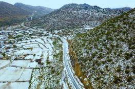بالفيديو والصور.. الثلوج تكسو ميسان السعودية