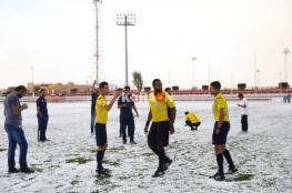 بالفيديو.. ملعب كرة قدم في السعودية يتحول إلى اللون الأبيض