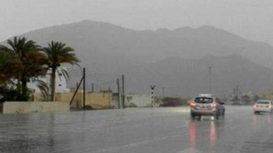 فرص لأمطار رعدية متفرقة على بعض المناطق بالسلطنة