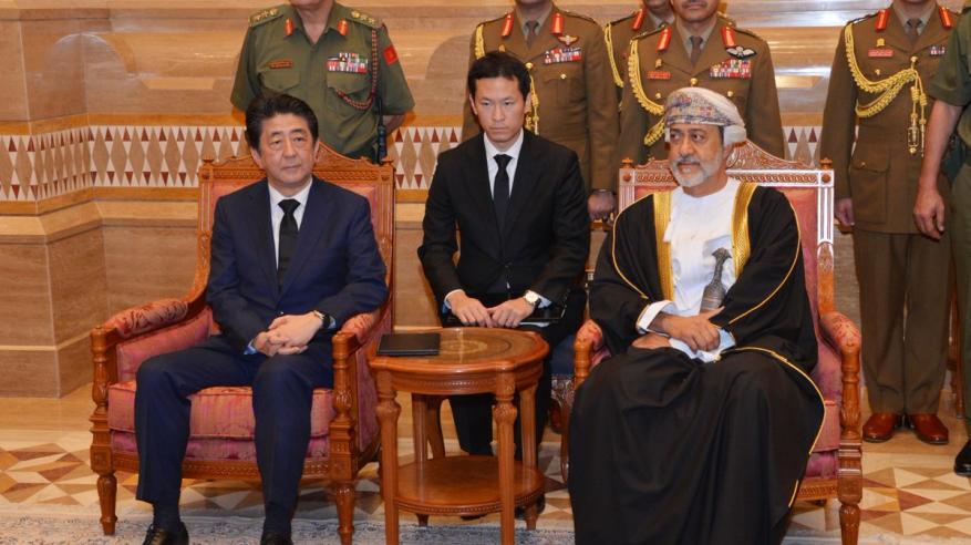 جلالة السلطان يستقبل رئيس وزراء اليابان