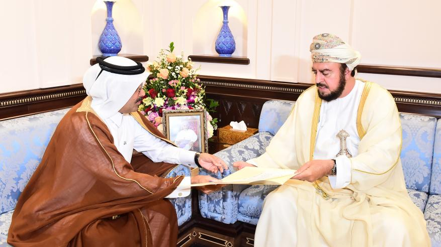 السيّد أسعد يستعرض العلاقات الطيّبة بين السلطنة وقطر