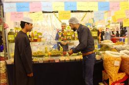 منتجات أردنية وفلسطينية تجذب زوار المعرض التجاري بالنسيم