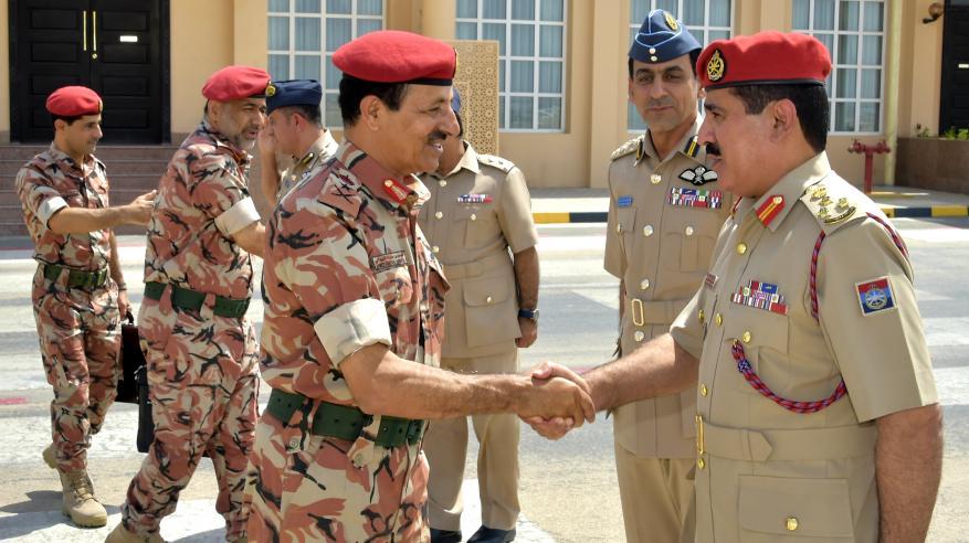 رئيس أركان قوات السلطان المسلحة يشارك باجتماع خليجي بالكويت