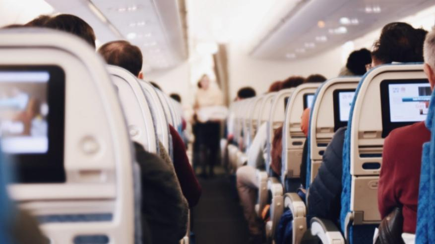 أسهل طريقة للتخلص من الروائح الكريهة في الطائرة