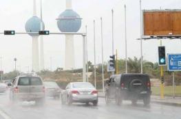 بالفيديو.. الأمطار الغزيرة تشل الحياة في الكويت