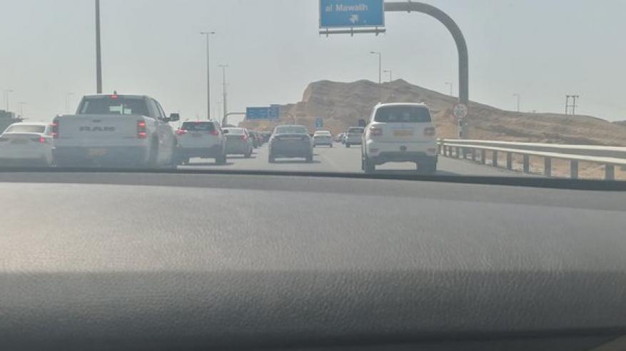 إصابات في حادث تصادم بين شاحنة ومركبة على طريق مسقط السريع