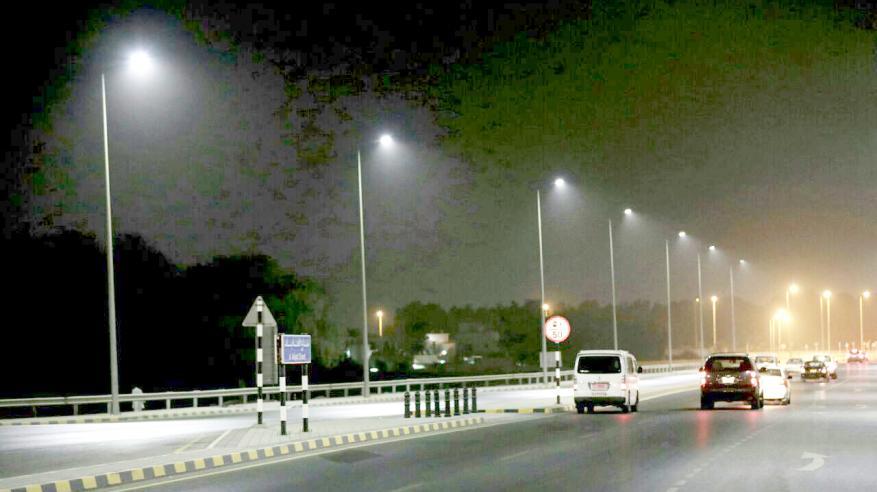 بلدية مسقط تستعد لاستخدام الإنارة الموفرة للطاقة(LED) في الشوارع