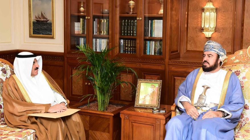 السيد أسعد يستعرض العلاقات الثنائية الطيبة والتعاون القائم بين السلطنة والكويت