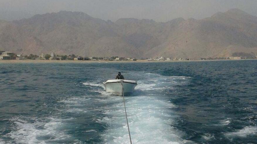خفر السواحل بمسندم ينقذ قاربي صيد
