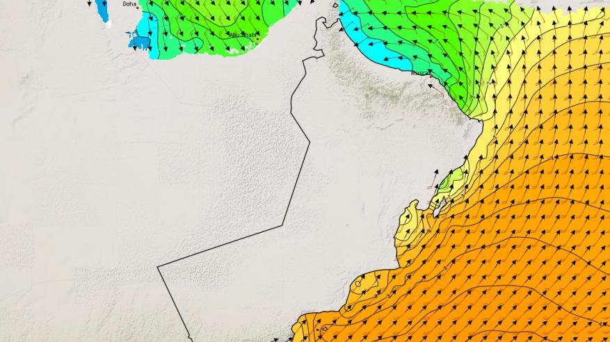 تحذيرات من ارتفاع موج البحر على سواحل بحر عمان .. اليوم وغدا