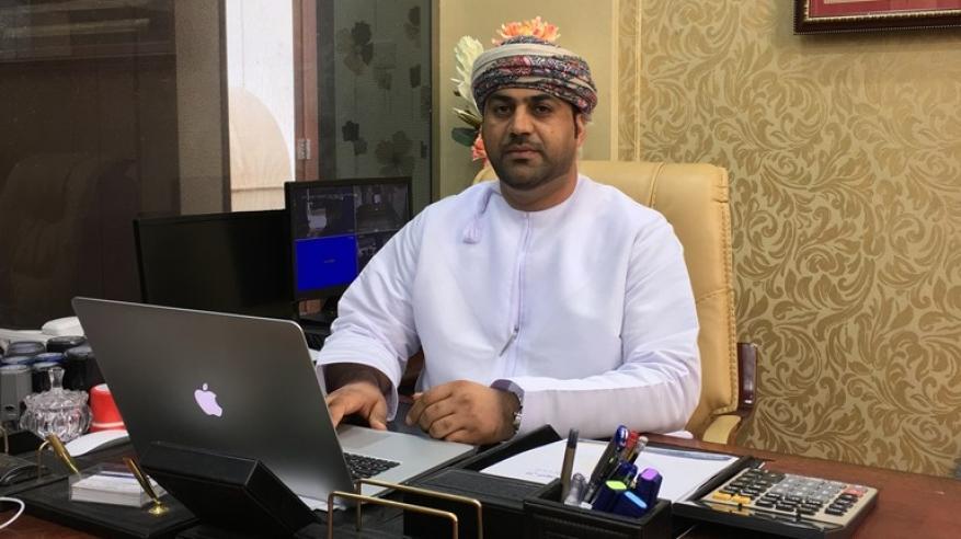 راشد الكعبي.. نموذج ناجح لرائد أعمال انطلق من الصفر ليصبح صاحب أول مصنع عماني للمصاعد والسلالم المتحركة