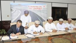 وزير-النقل-والاتصالات-يوقع-اتفاقيات-في-مجال-الطرق-٢٠-٢-٢٠٢٠-تصوير-العمانية.jpg-١.jpg