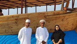 النوخذة ناصر العلوي مع فريق الرؤية.jpg