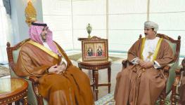 وزير-المكتب-السلطاني-يستقبل-نائب-وزير-الدفاع-بالمملكة-العربية-السعودي.jpg