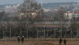 تركيا تقول اليونان تطلق الذخيرة الحية عند الحدود وأثينا تنفي.jpg