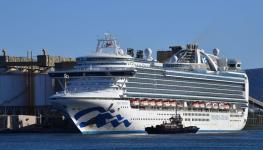سفينة منكوبة ترسوا  في استراليا.jpg