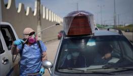 الإكوادور تخزن جثث موتى كورونا في مبردات ضخمة بعد تكدس المشارح والمستشفيات.jpg