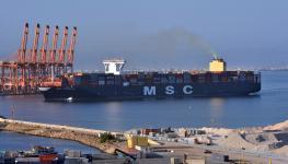 ميناء صلالة سفينة حاويات.jpg