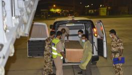 سلاح-الجو-السلطاني-العماني-يقوم-بعملية-نقل-جثمان-مواطن4.jpg