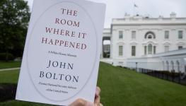 الكتاب والبيت الأبيض.jpg