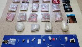 الشرطة تضبط 28 كيلوجرام من المخدرات بحوزة مهربين.jpg