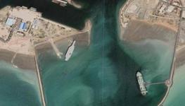 إيران تنقل مجسكا لحاملة طائرات.jpg