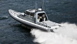 شرطة خفر السواحل تضبط 24 متسللاً على متن قاربي تهريب.jpg